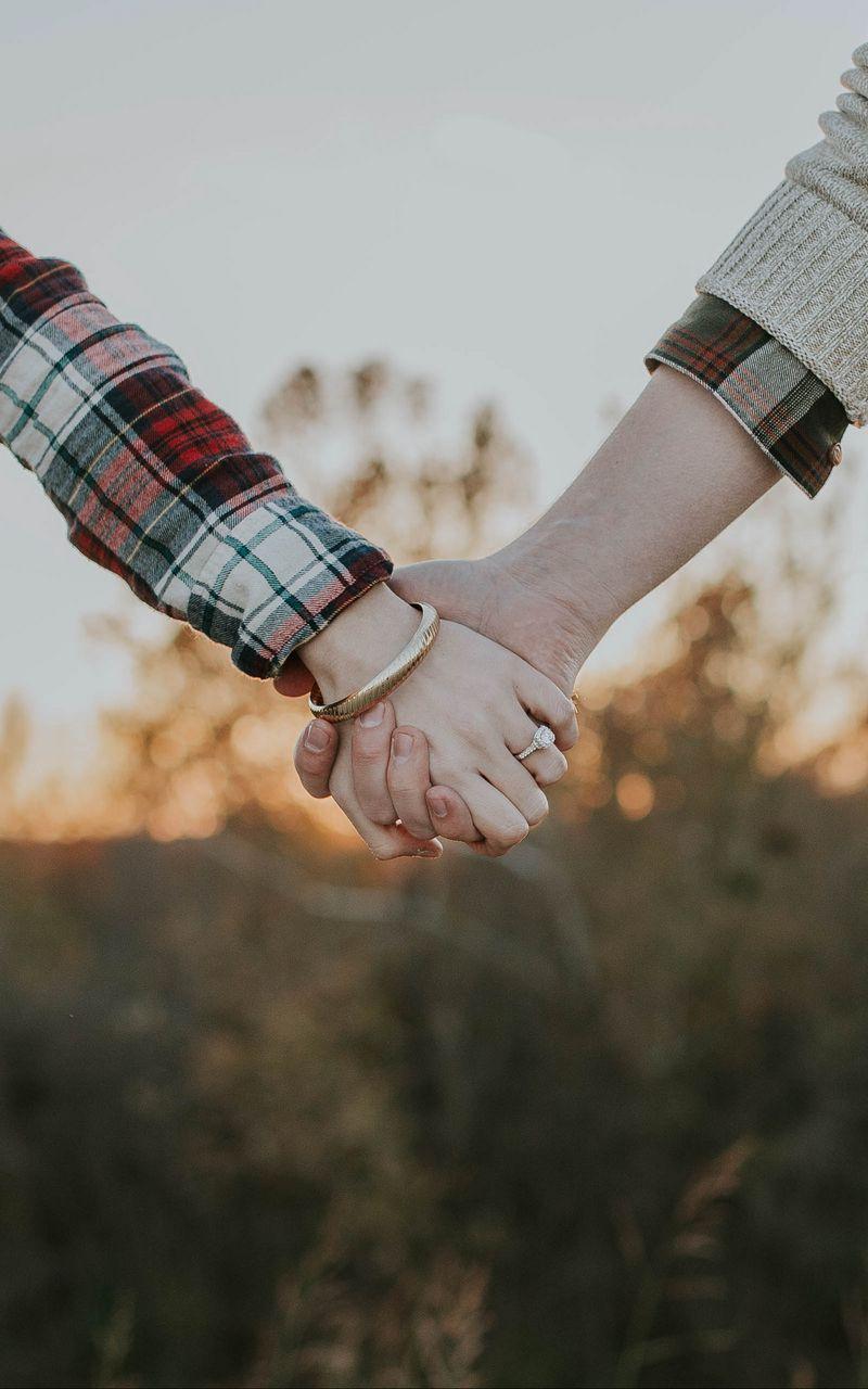 800x1280 Wallpaper couple, hands, tenderness