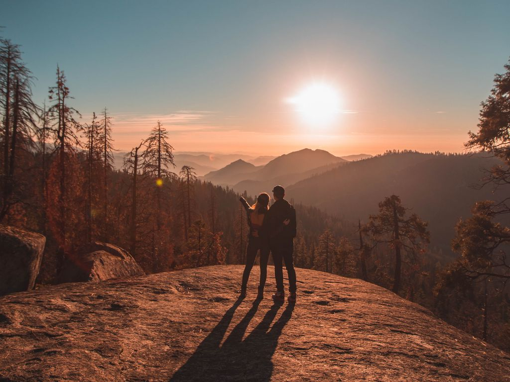 1024x768 Wallpaper couple, mountains, travel, sunset, sequoia national park, united states