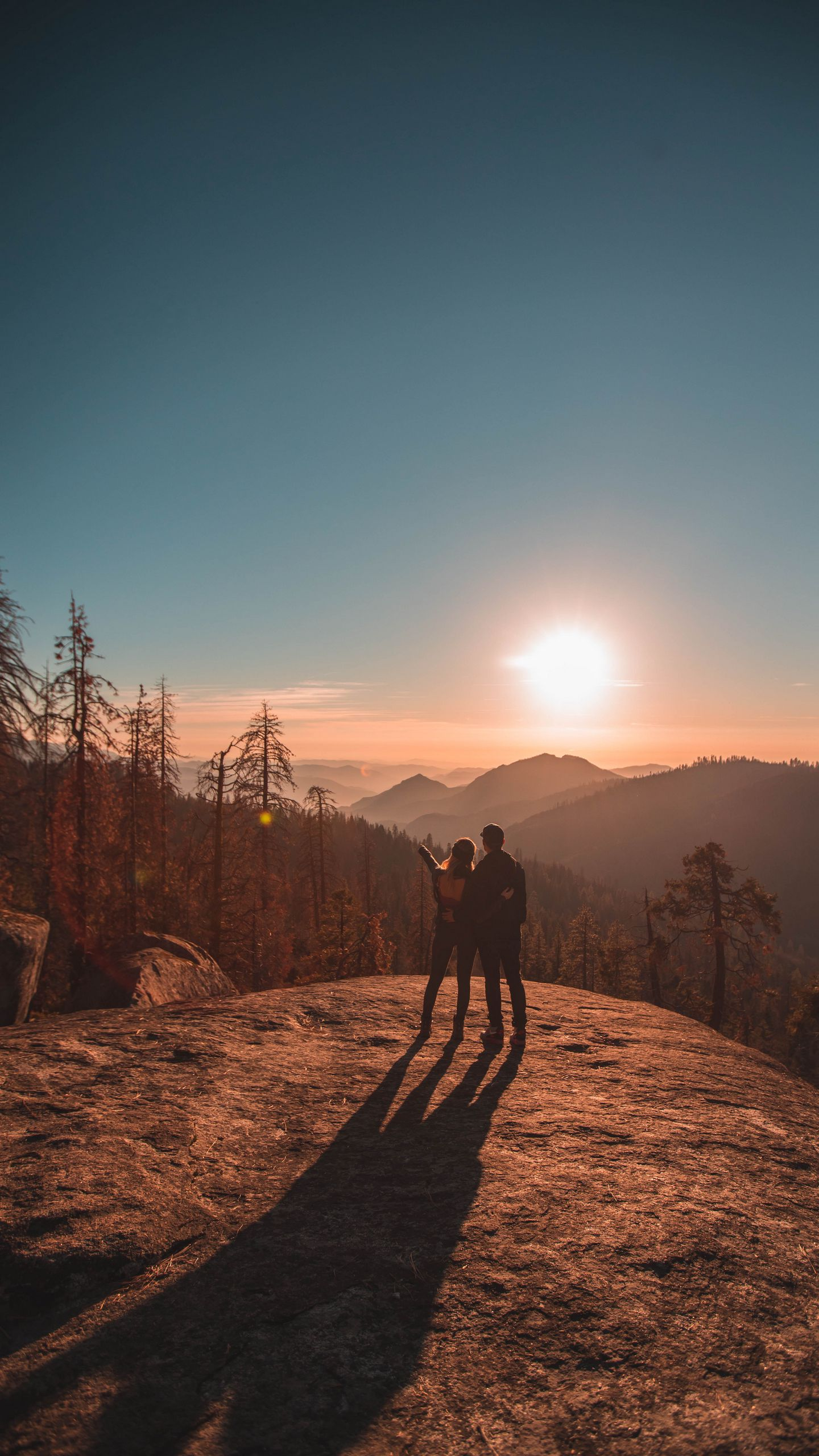 1440x2560 Wallpaper couple, mountains, travel, sunset, sequoia national park, united states