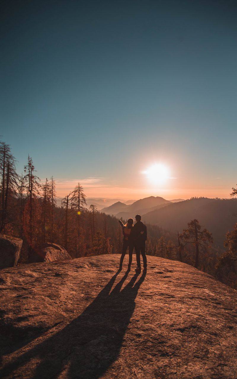 800x1280 Wallpaper couple, mountains, travel, sunset, sequoia national park, united states