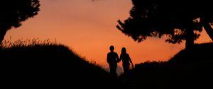 Preview wallpaper couple, silhouettes, dusk, love, romance