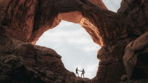 Preview wallpaper couple, touch, canyon, rocks