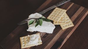 Preview wallpaper crackers, cheese, cutting board