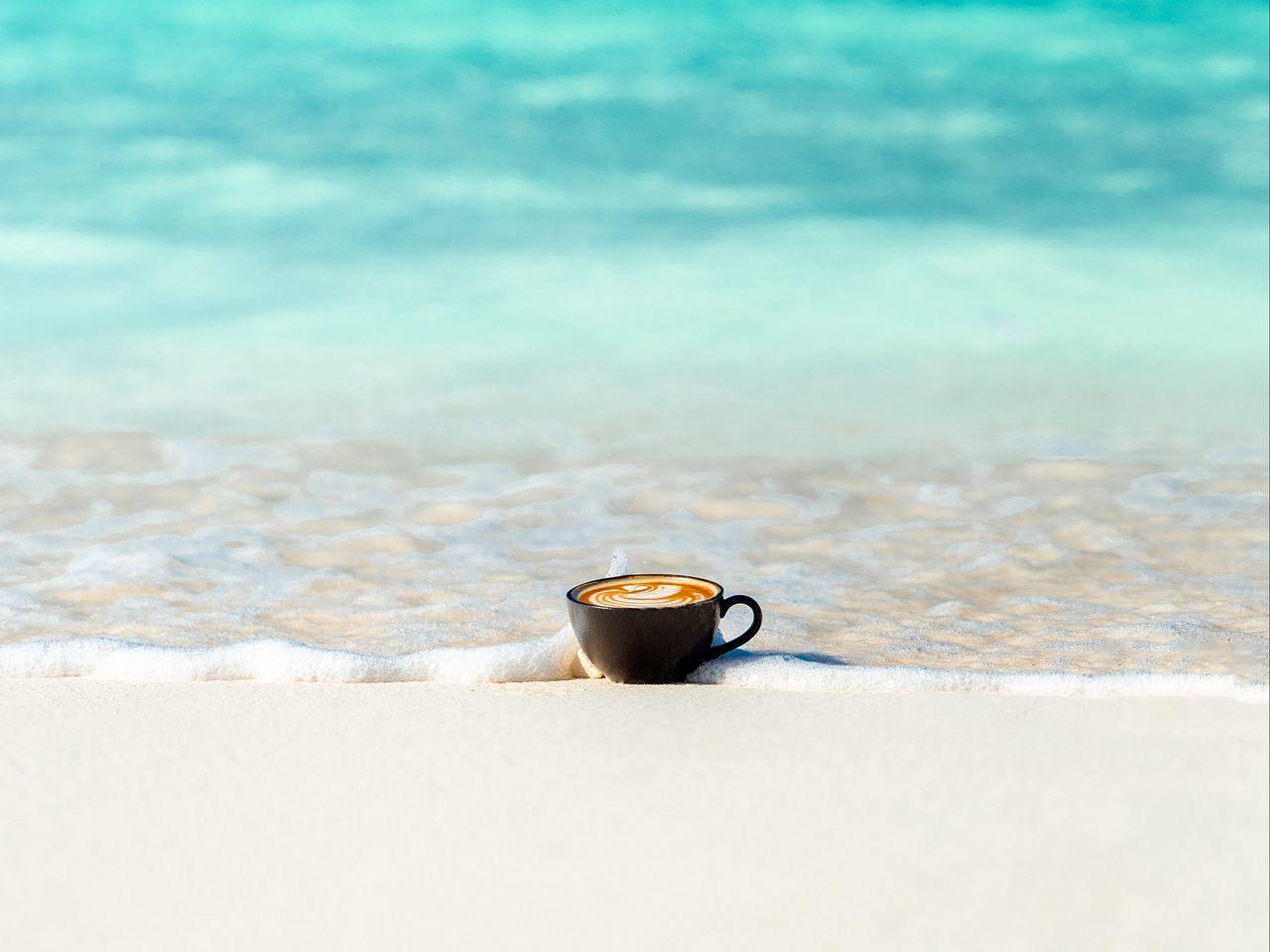 1280x960 Wallpaper cup, ocean, sand, coast, minimalism
