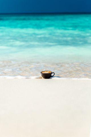 320x480 Wallpaper cup, ocean, sand, coast, minimalism