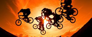 Preview wallpaper cyclists, sun, sky, sunset