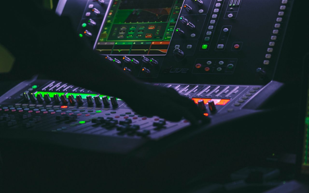1280x800 Wallpaper dj, music, disco, apparatus, dark