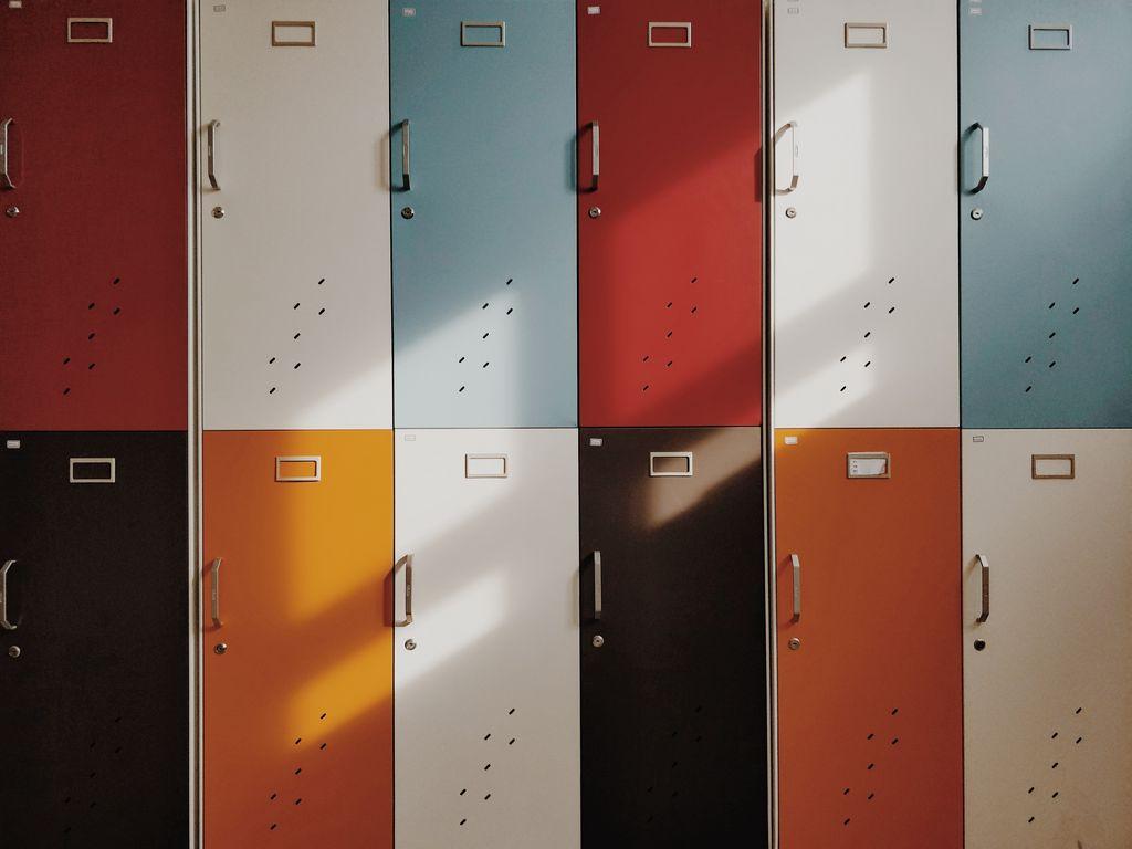 1024x768 Wallpaper doors, lockers, retro, multicolored