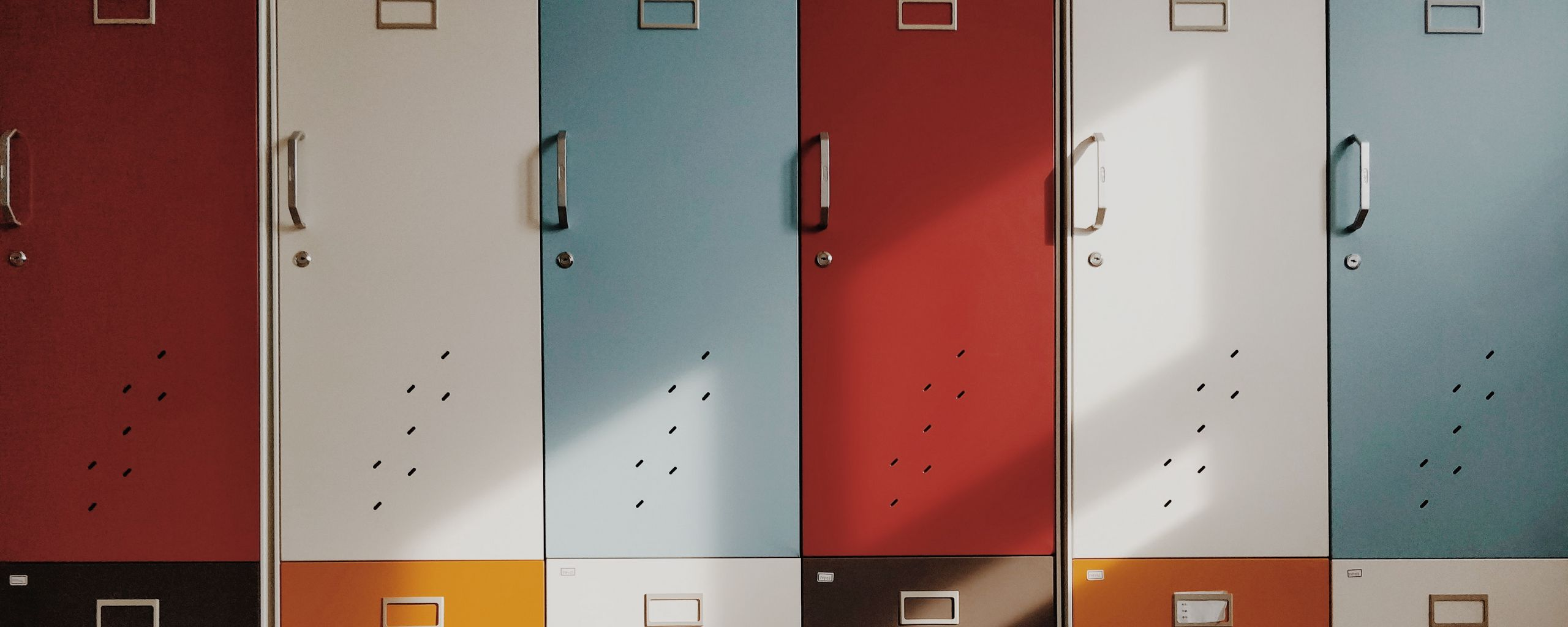 2560x1024 Wallpaper doors, lockers, retro, multicolored
