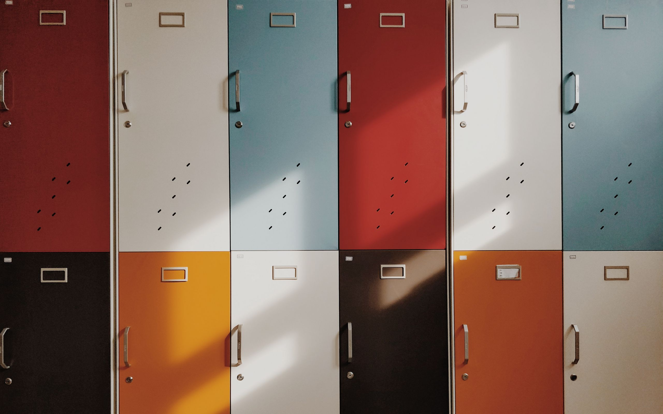 2560x1600 Wallpaper doors, lockers, retro, multicolored
