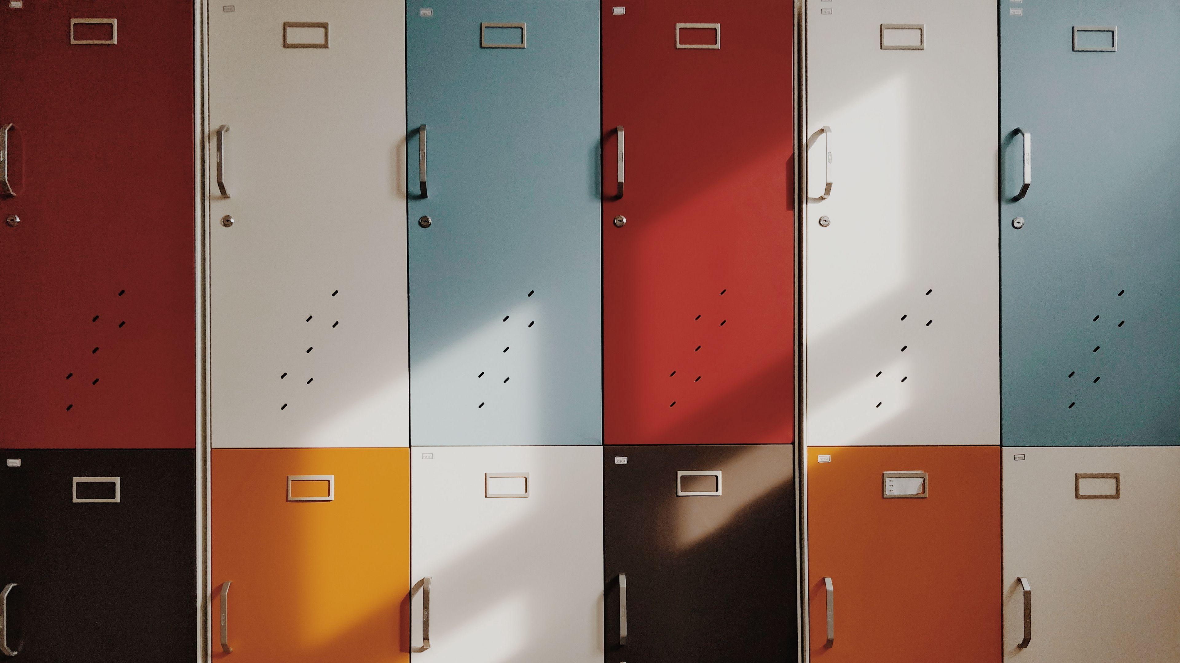 3840x2160 Wallpaper doors, lockers, retro, multicolored