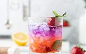 Preview wallpaper drink, strawberries, ice, fruit, mint