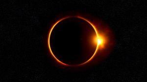 Preview wallpaper eclipse, moon, sun, rays, shine