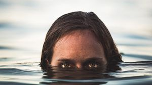Preview wallpaper eyes, under water, face, watch