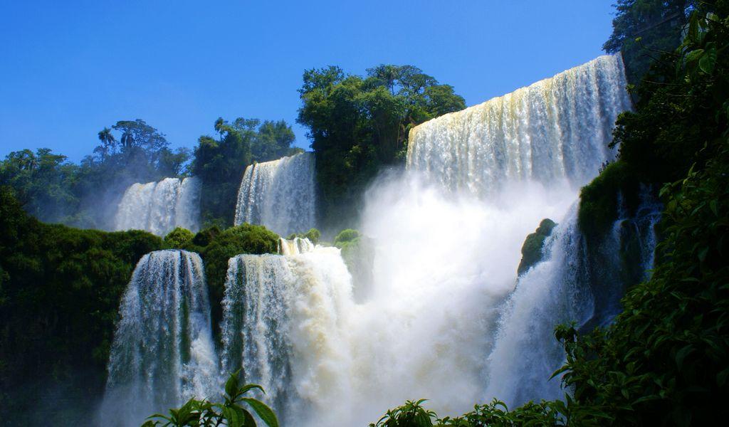 1024x600 Wallpaper falls, break, force, vegetation, cascades