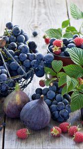 Preview wallpaper figs, grapes, raspberries, crockery