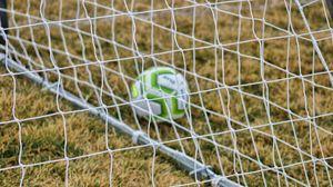 Preview wallpaper football, net, ball