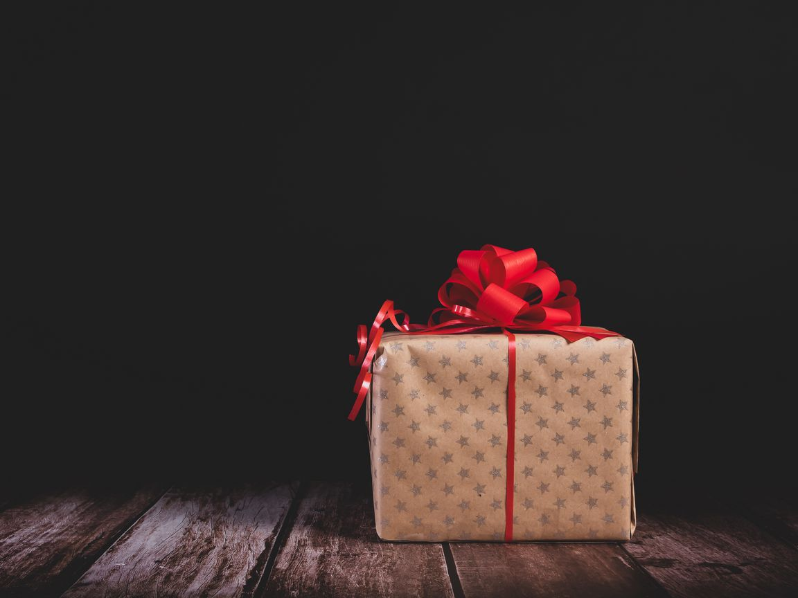 1152x864 Wallpaper gift, box, bow, holiday