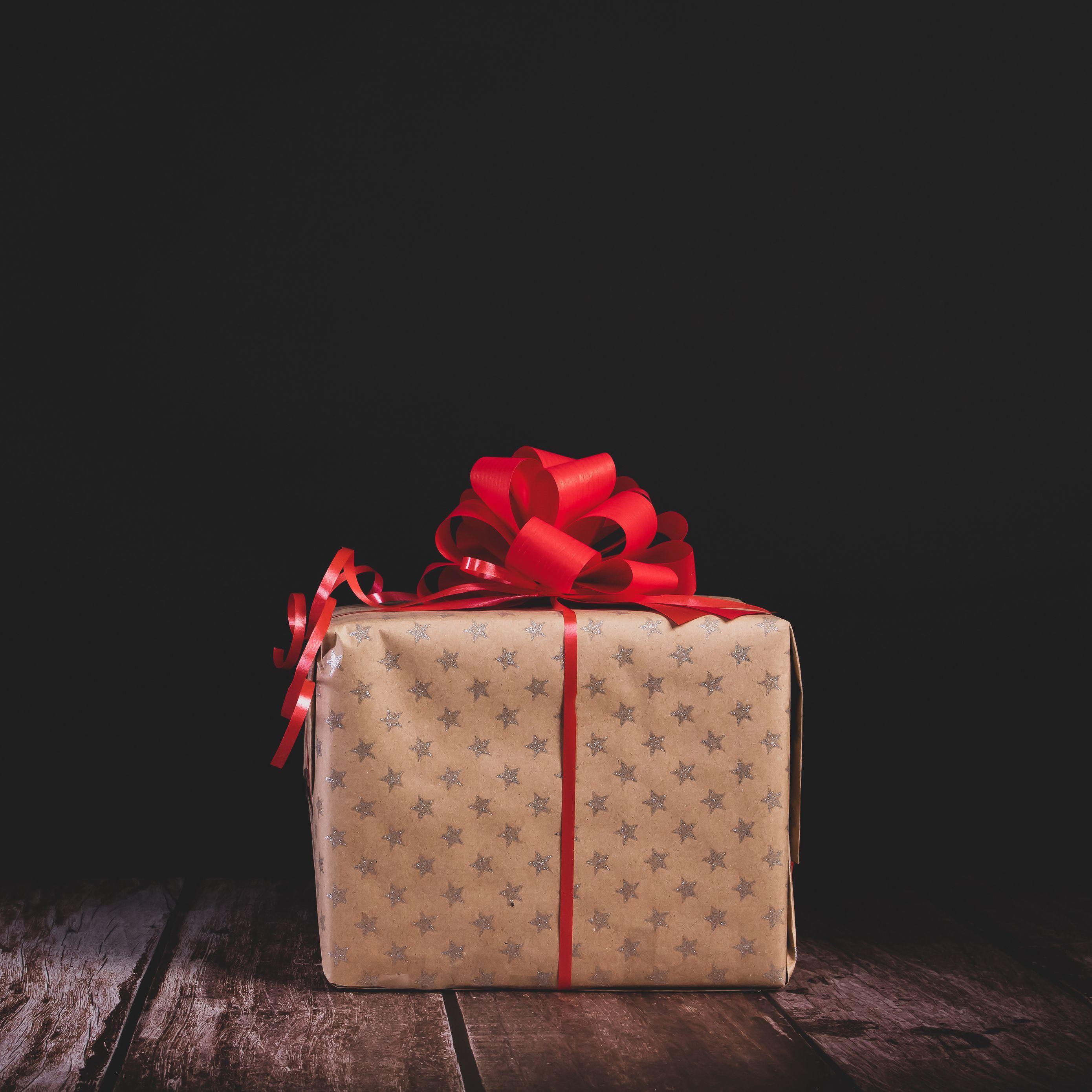 2780x2780 Wallpaper gift, box, bow, holiday