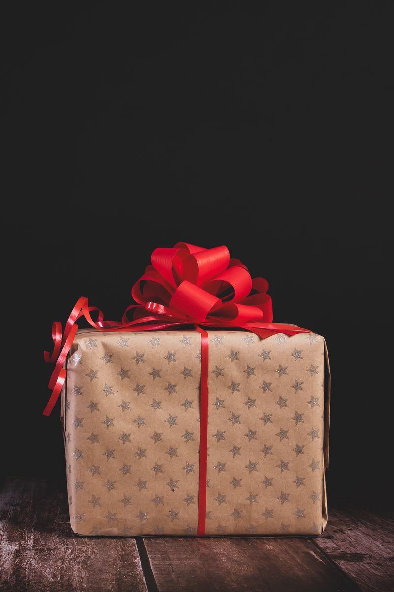 800x1200 Wallpaper gift, box, bow, holiday