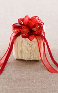 Preview wallpaper gift, box, cloth, knitted, bow, red, ribbon