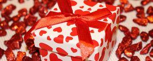 Preview wallpaper gift, box, ribbon, heart
