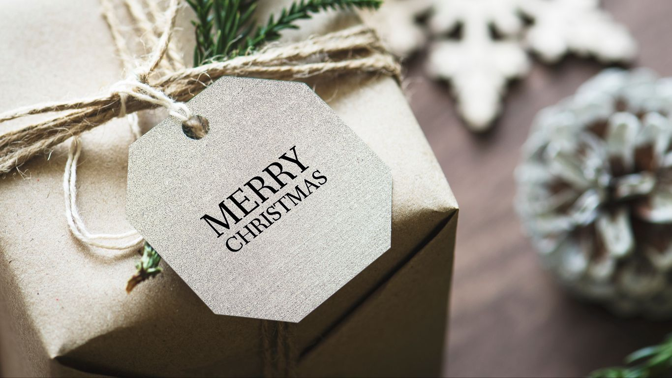 1366x768 Wallpaper gift, christmas, new year, tag, box