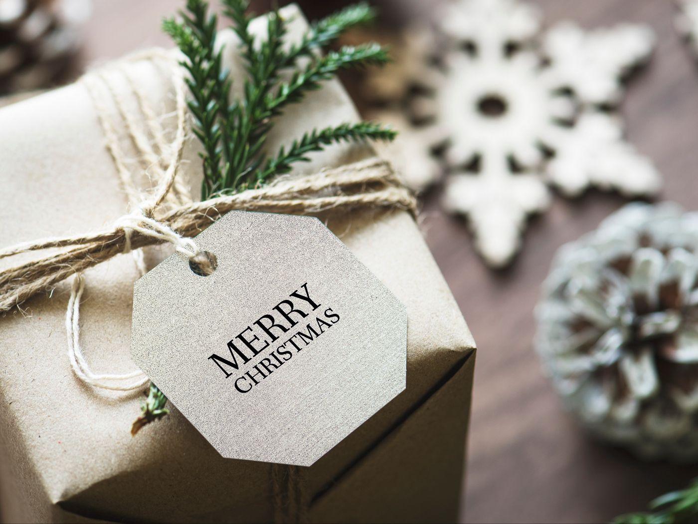1400x1050 Wallpaper gift, christmas, new year, tag, box