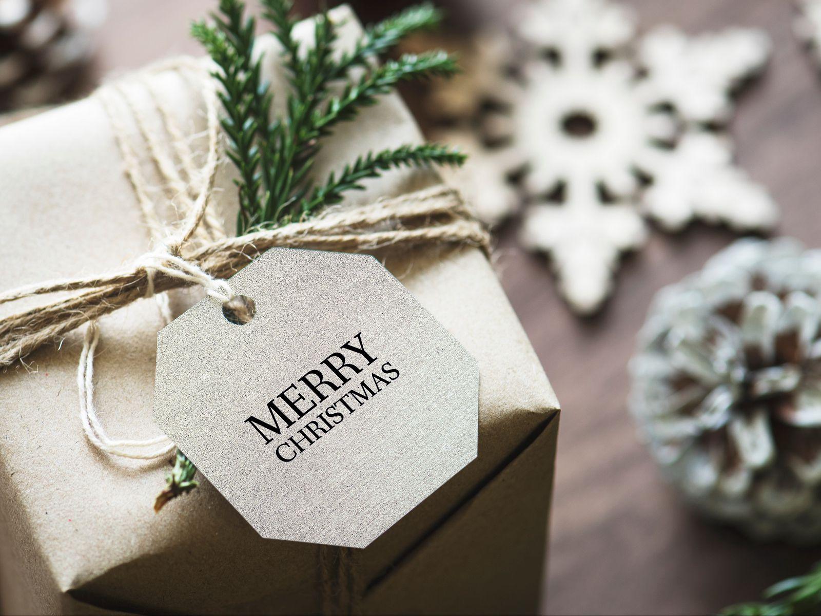 1600x1200 Wallpaper gift, christmas, new year, tag, box