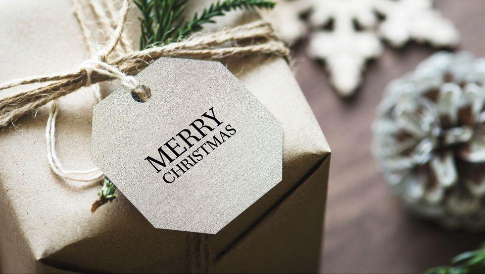 960x544 Wallpaper gift, christmas, new year, tag, box