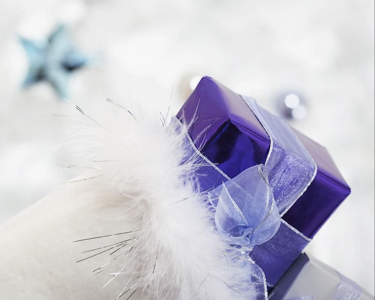 1280x1024 Wallpaper gift, ribbon, feathers, holiday