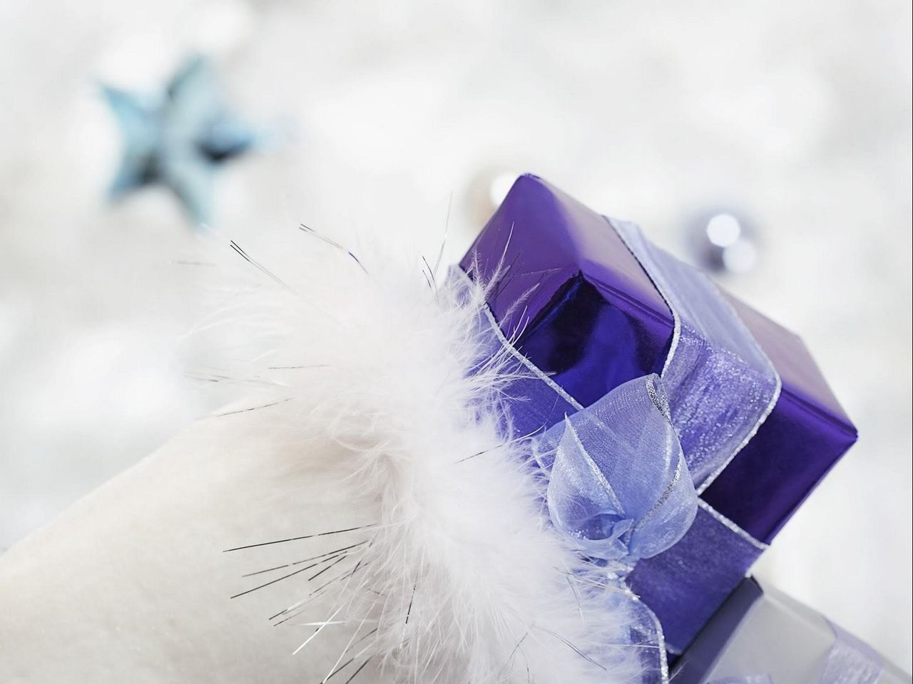 1280x960 Wallpaper gift, ribbon, feathers, holiday