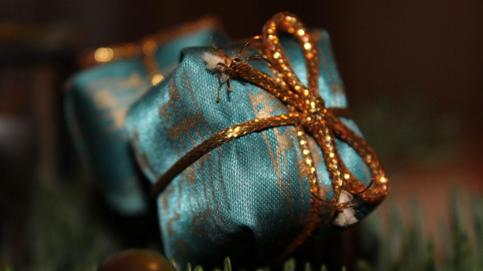1600x900 Wallpaper gift, wrap, ribbon, christmas, new year