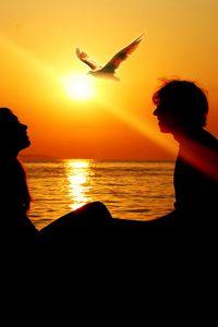 Preview wallpaper girl, sunset, summer, ray, love, sea, man, bird, freedom, silhouette, sun, sea gull