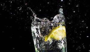 Preview wallpaper glass, lemon, spray, drops, liquid, water