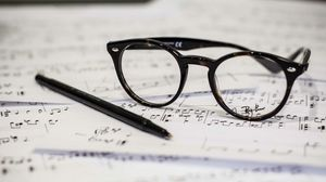 Preview wallpaper glasses, pen, notes