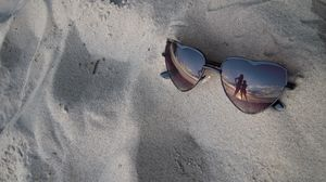 Preview wallpaper glasses, sand, reflection