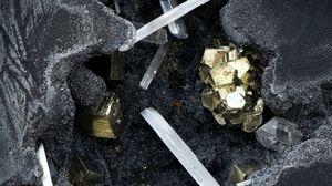 Preview wallpaper gold, crystals, minerals, rocks, stones