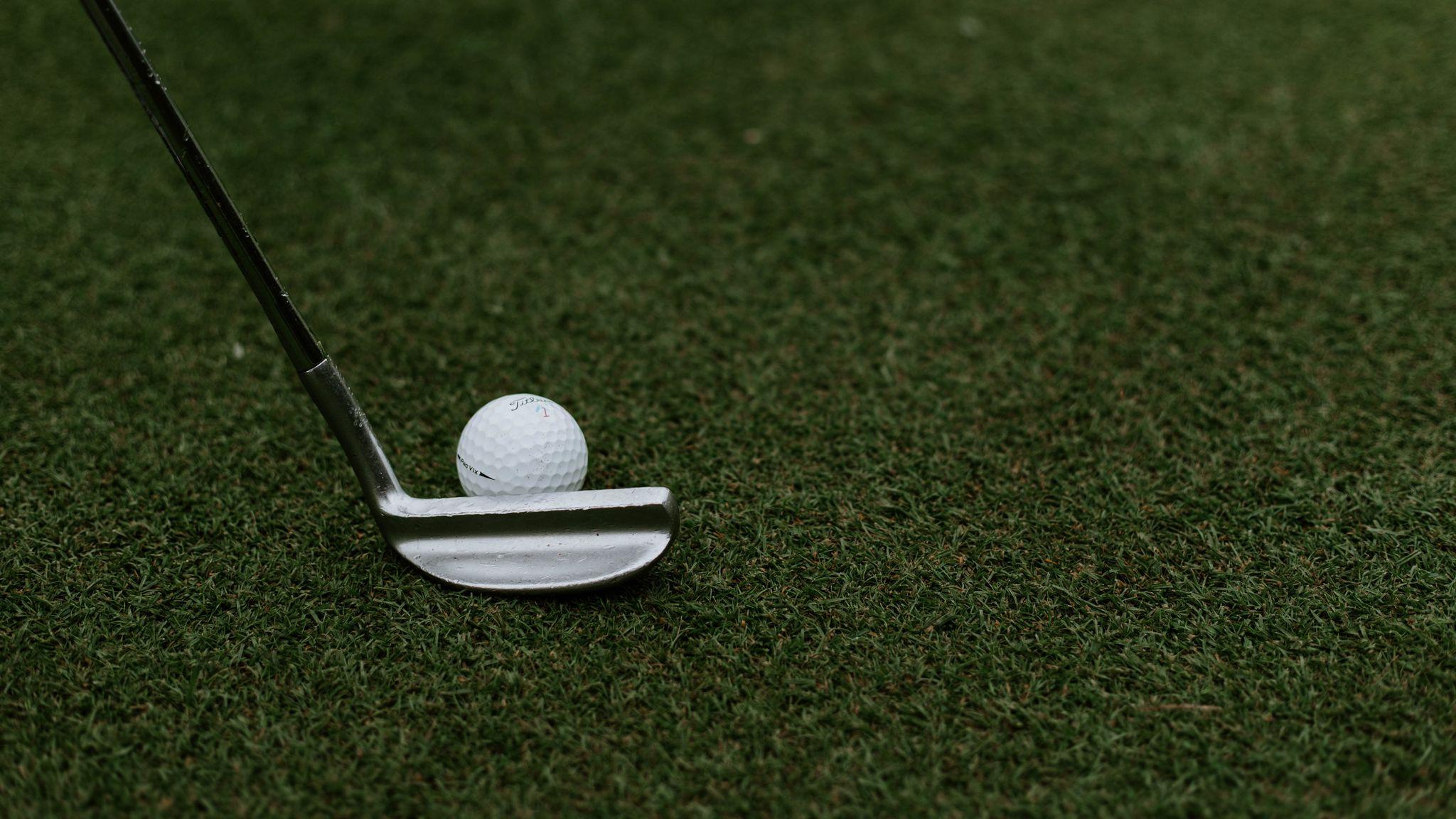 2048x1152 Wallpaper golf, ball, club