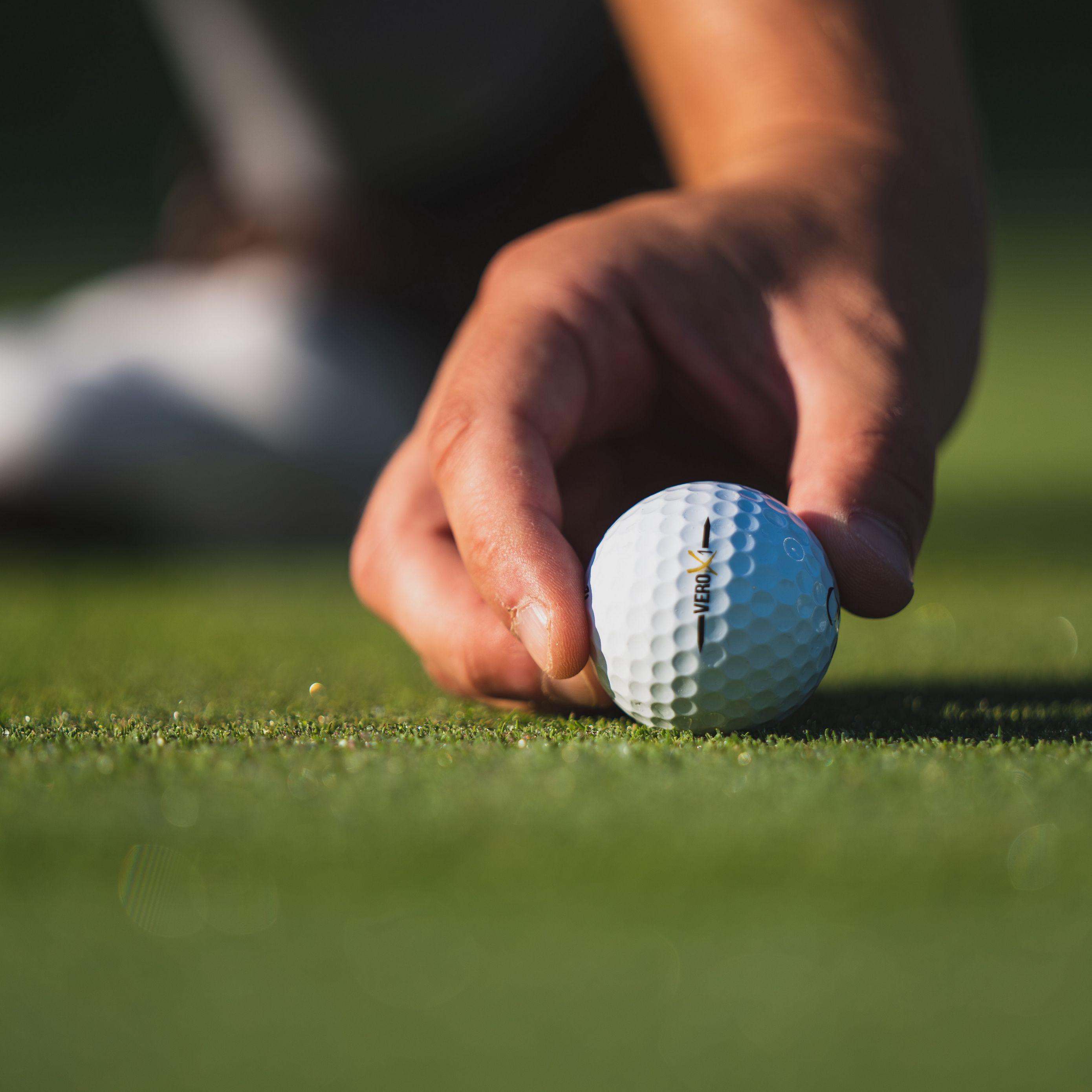 2780x2780 Wallpaper golf, ball, hand, fingers, grass, sport