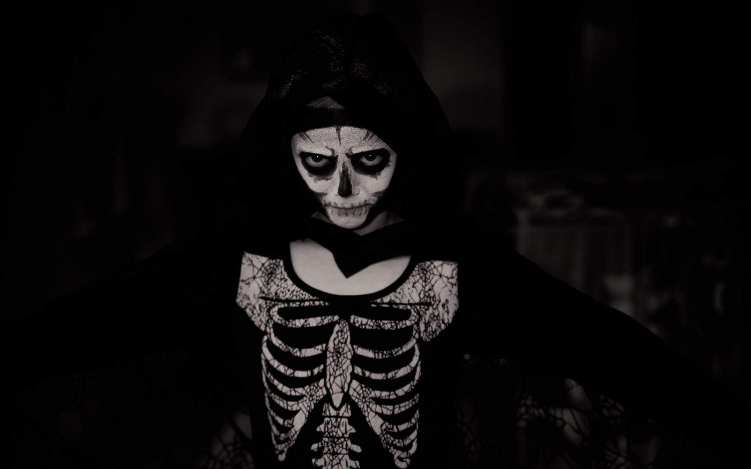 2560x1600 Wallpaper halloween, costume, skeleton, bw
