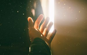 Preview wallpaper hand, light, bright, flare, glow