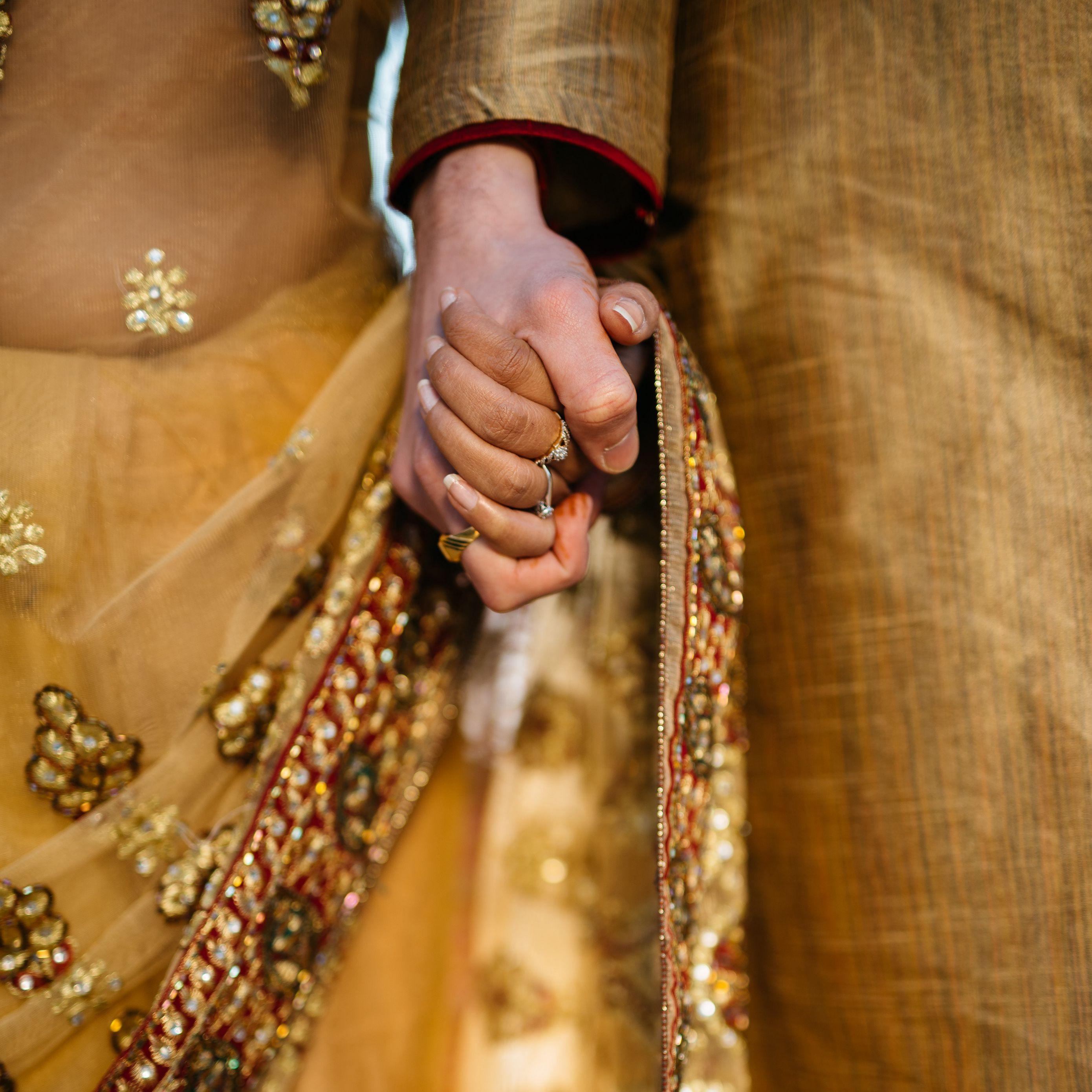 2780x2780 Wallpaper hands, couple, love, romance