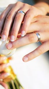 Preview wallpaper hands, wedding, rings, bouquet, roses