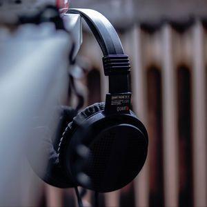 Preview wallpaper headphones, black, music, audio, electronics