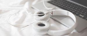 Preview wallpaper headphones, laptop, macbook, apple