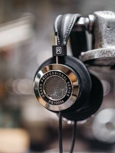 Preview wallpaper headphones, metallic, silver, audio, music