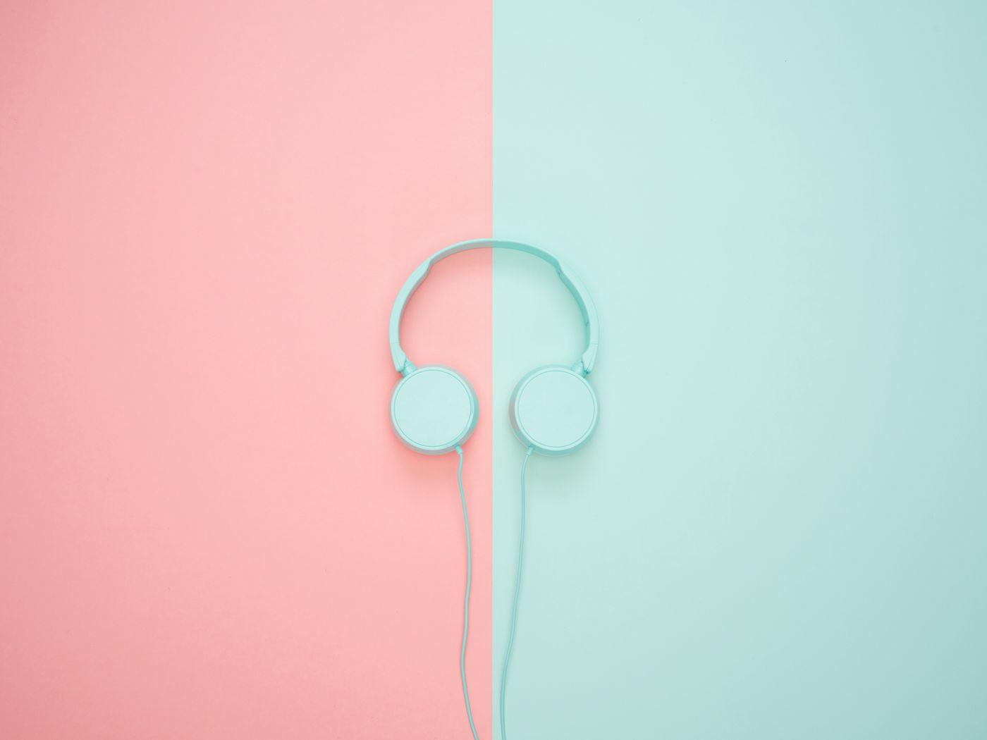 1400x1050 Wallpaper headphones, minimalism, pastel, pink