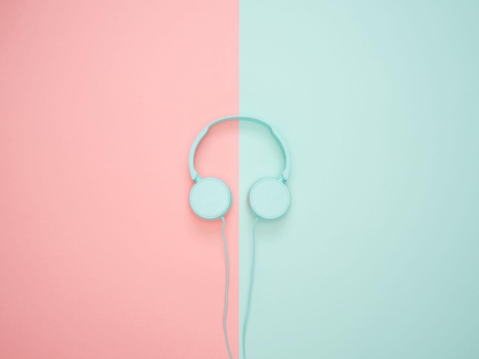 1600x1200 Wallpaper headphones, minimalism, pastel, pink