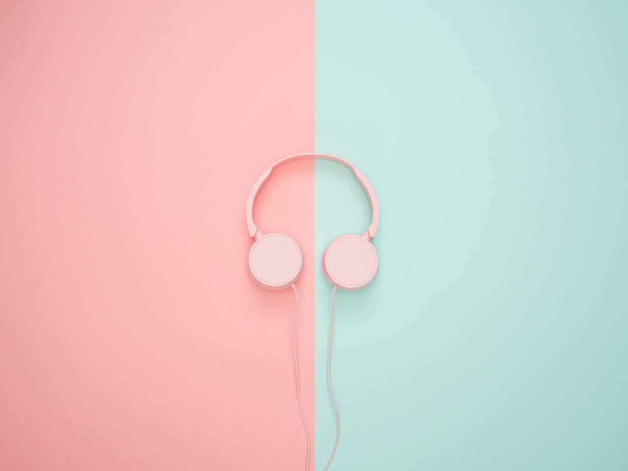 1280x960 Wallpaper headphones, minimalism, pink, pastel